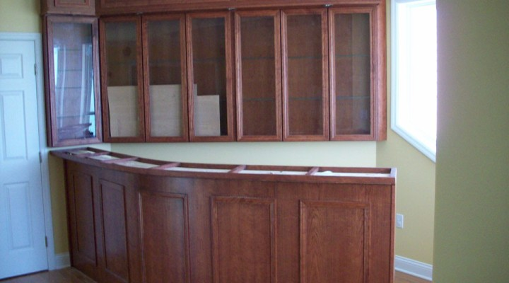 Curved bar in Cherry